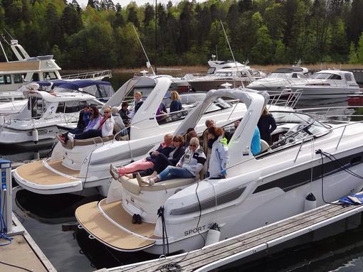Bavaria - Kvinner i Båt