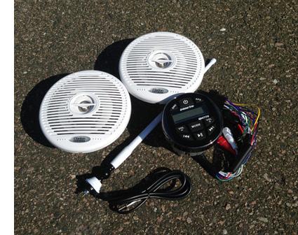 Installasjon av stereo og høytalere