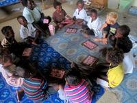 Lovis och Otto går i skola på Salomonöarna